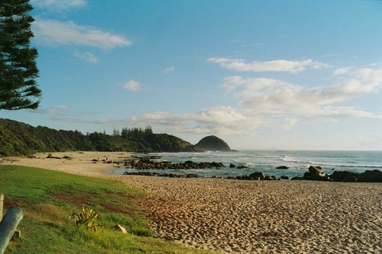 ‪‪Port Macquarie‬, أستراليا: Port Macquarie Shelleys beach looking north to Nobbys Hill‬