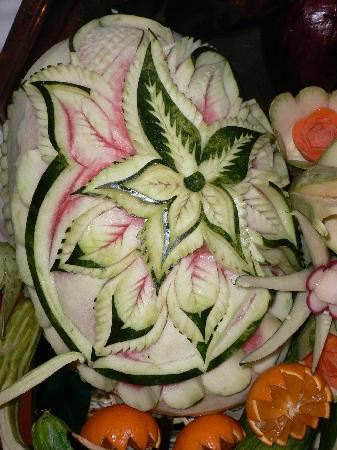 Hotel Mehari Hammamet : Une pastèque-décoration au buffet