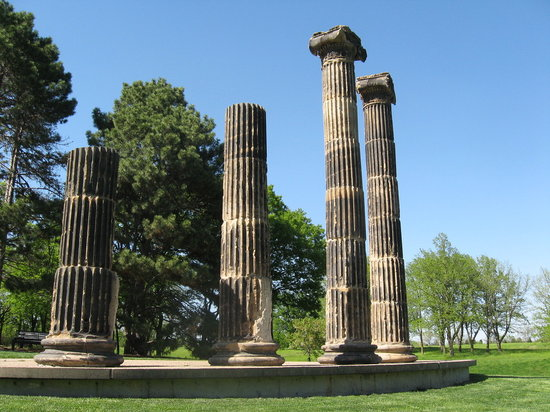 Pioneer Park Nature Center: Pillars at Pioneers Park