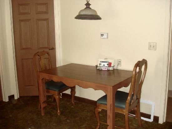 TownePlace Suites Tucson: Dining Table (corner of LR)