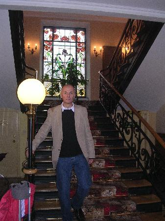 Staircase, Pollera