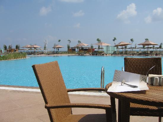 Cornelia Diamond Golf Resort & Spa: Dome Restaurant over pool