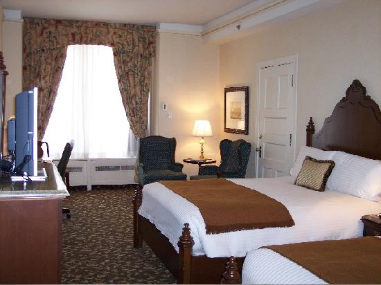 The Brown Palace Hotel and Spa, Autograph Collection: Room 312 offers grandeur and space