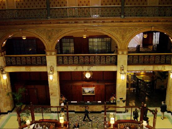 The Brown Palace Hotel and Spa, Autograph Collection: Looking down on the bustling lobby