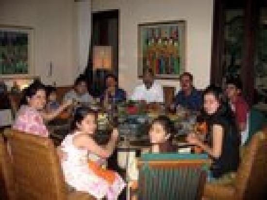Balivillas.com Estate: enjoying moments at dining table