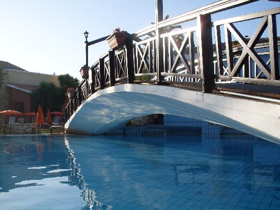 Atlantica Aeneas Hotel: swimming pool features
