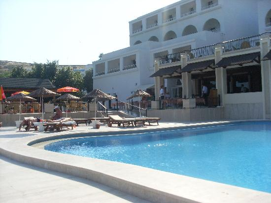 Azka Otel : Pool