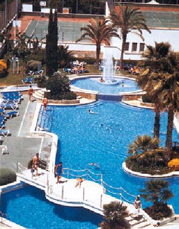 Hotel Marina Sand: La magnifique piscine avec la pataugeoire derrière