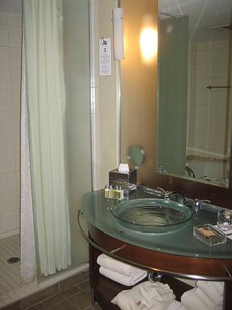 Le Saint-Sulpice: Bathroom