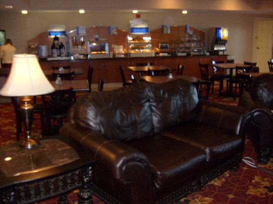 Holiday Inn Express Longmont: Lobby
