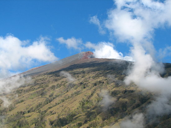 Lombok, Indonesien: View of Rinjani on first day of trek