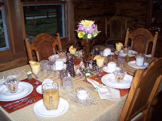 The Wooded Garden Bed & Breakfast: Breakfast Table