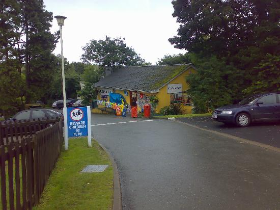 Parkdean - Looe Bay Holiday Park: Shop - best place on the campsite!!