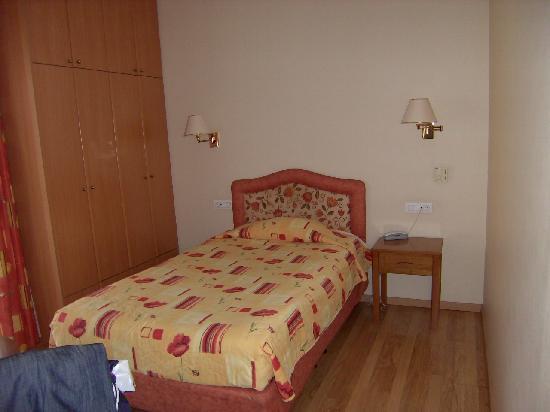 London Hotel: Single room no; 201