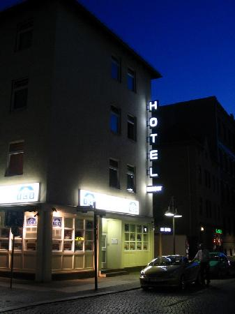 Herbst Hotel: Hotel Herbst - Berlin Spandau - in the night