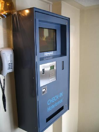 Herbst Hotel: Hotel Herbst - Berlin Spandau - auto-check-in machine