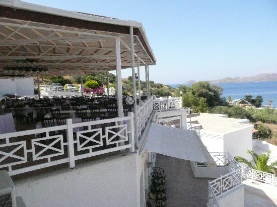 Bal Beach Hotel: dining area with a view