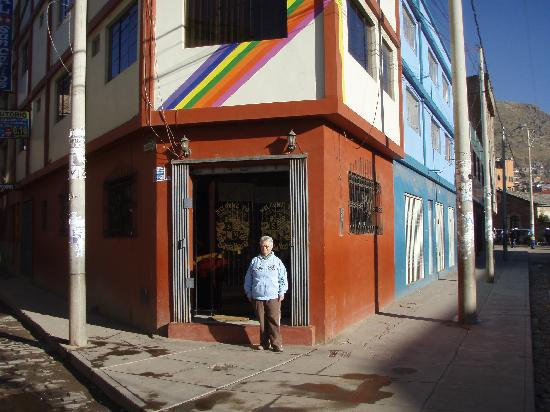 Santa Maria Inn Puno: Street entrance of Hostal Santa Maria