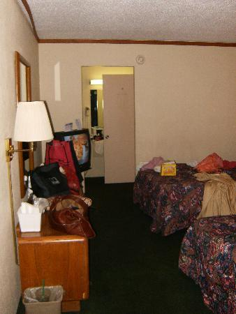Econo Lodge: definately not like the room in the ad for the hotel!!