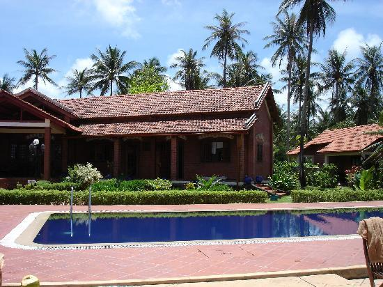 Cassia Cottage - The Spice House: Pool und Cottage