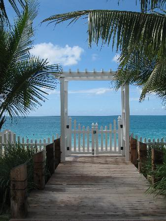 Seven Stars Resort & Spa: Entrance to Beach