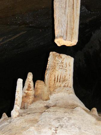 Jenolan Caves: The Broken Column
