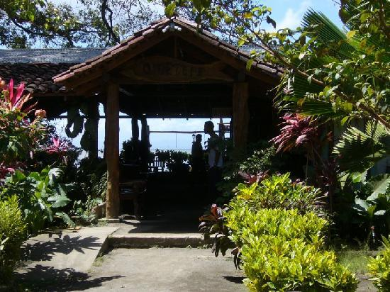 Charco Verde: Front view of entrance and restaurant