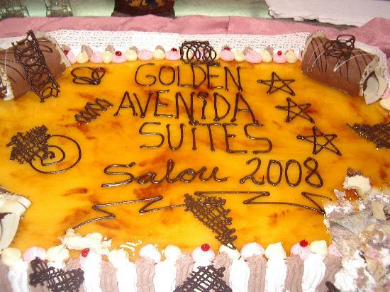 Golden Avenida Suites: Golden Avenida cake 2008