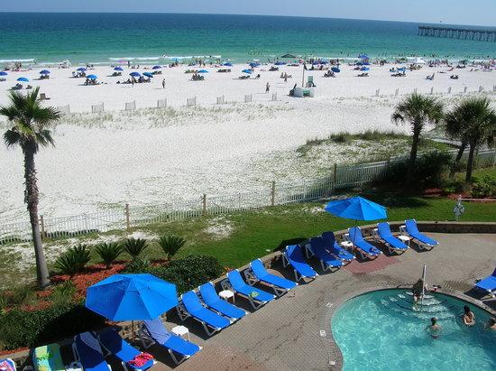 Hampton Inn Pensacola Beach: view of pool from balcony