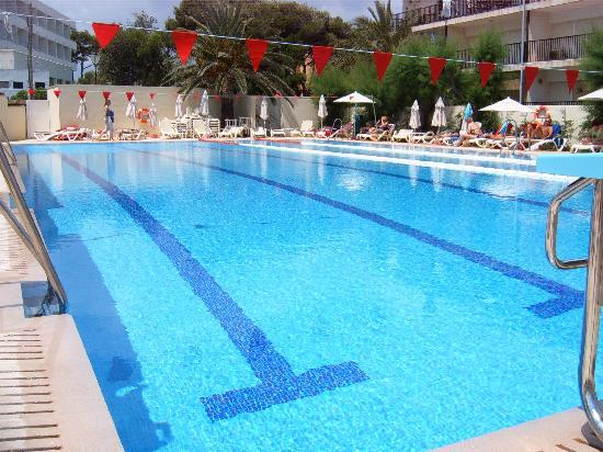 Piscina semiol mpica picture of hotel spa ferrer for Alberca semiolimpica