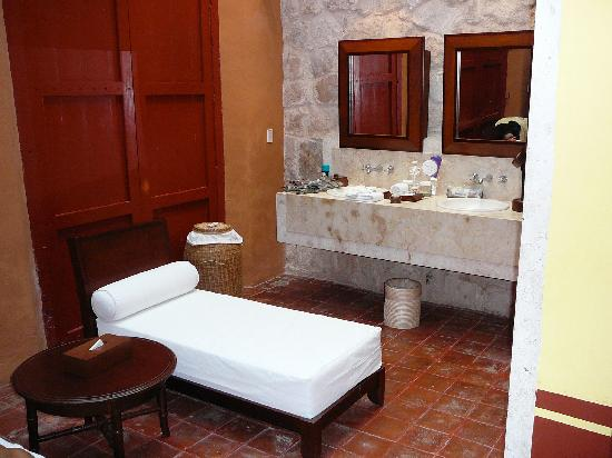 Solarium with chaise lounges in bathroom picture of for Bathroom chaise lounge