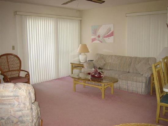 Gulf Gate Resort: Lvingroom of Suite #204