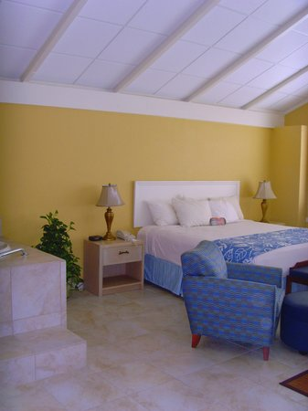 BEST WESTERN PLUS Yacht Harbor Inn: bed