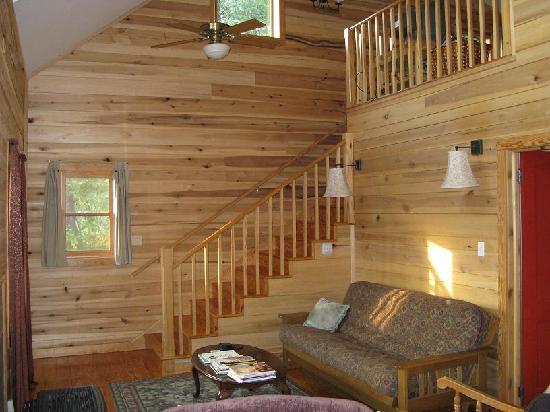 Broadwing Farm Cabins: Living Room