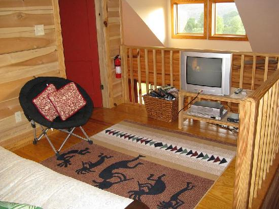 Broadwing Farm Cabins: Bonus TV room upstairs