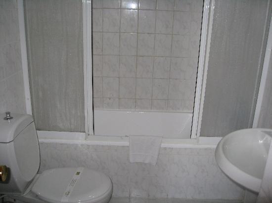 Historia Hotel: Shower