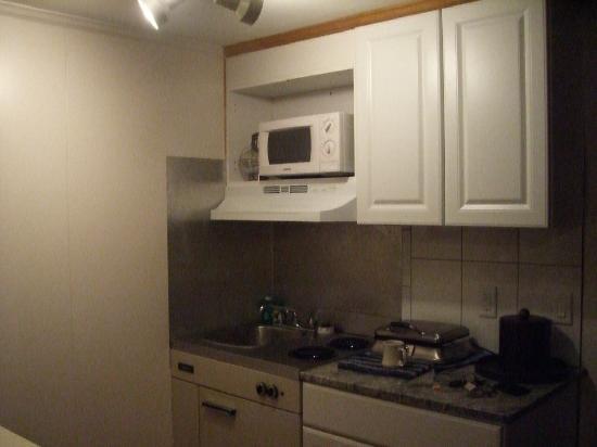 SeaCoast Inn: Kitchenette