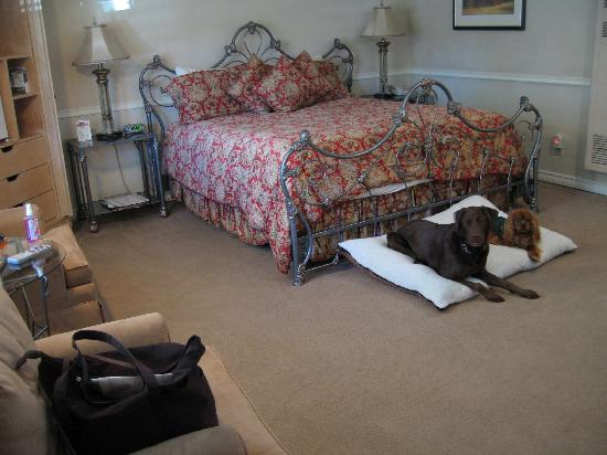 Coachman's Inn, A Four Sisters Inn: our room