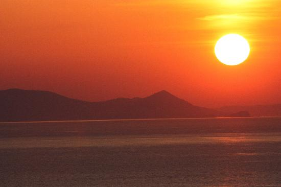 Bellonias Villas: Sunset at Oia magical!
