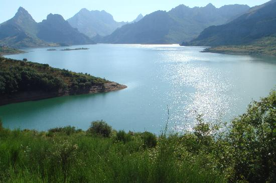 Posada de Valdeon, Espanha: A beautiful lake in the Picos de Europa