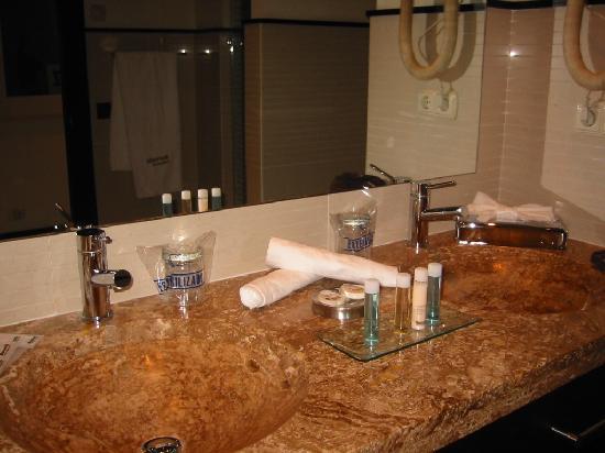Royal Hideaway Sancti Petri: bathroom