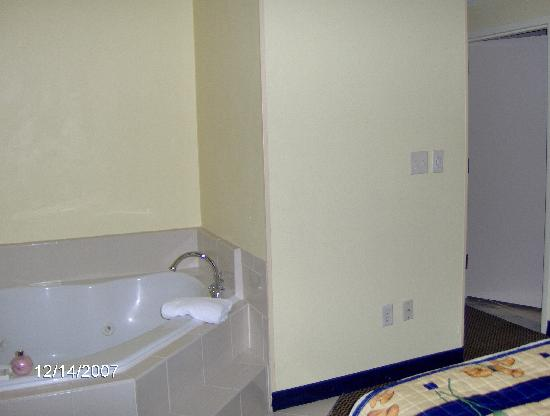 Springhill Suites Ord Jacuzzi Bathroom External Sink Area