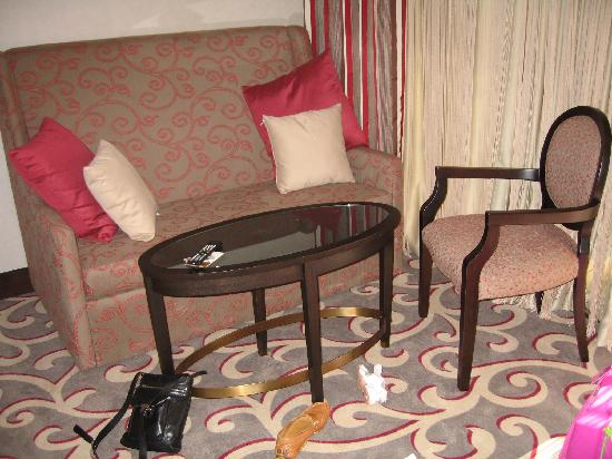 Cornelia Diamond Golf Resort & Spa: Sofa in room