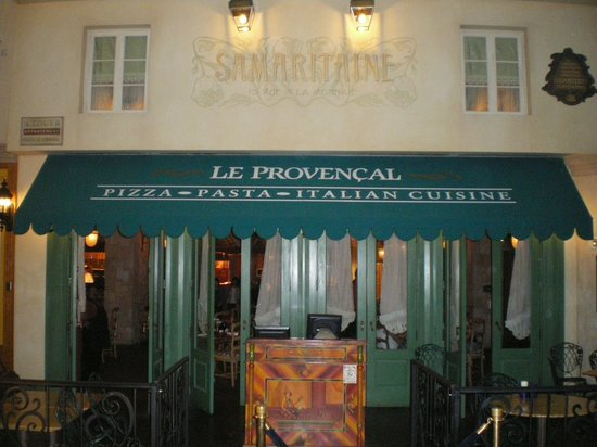 Le Provencal : The Entrance