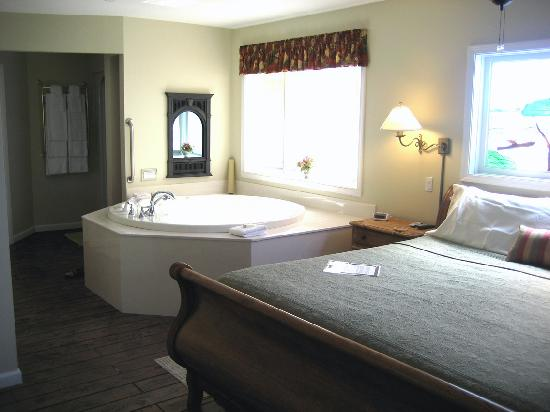 Hermann Hill Vineyard Inn & Spa and River Bluff Cottages: Bedroom in cottage 302