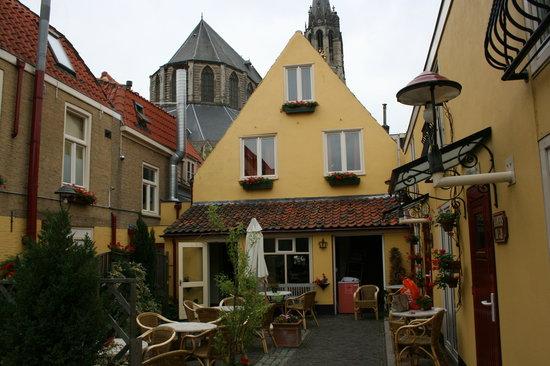 Hotel de Emauspoort : Patio at back