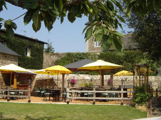 Lanvallay, Frankreich: La Terrasse située à l'arrière