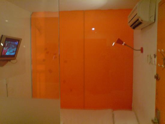 StayOrange . com Hotel: u get what u paid for ;o ) that is the actual size of ur double EnSuite room
