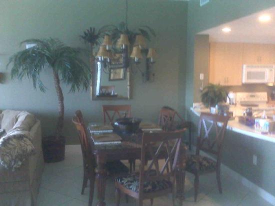 Dining area - unit 1603