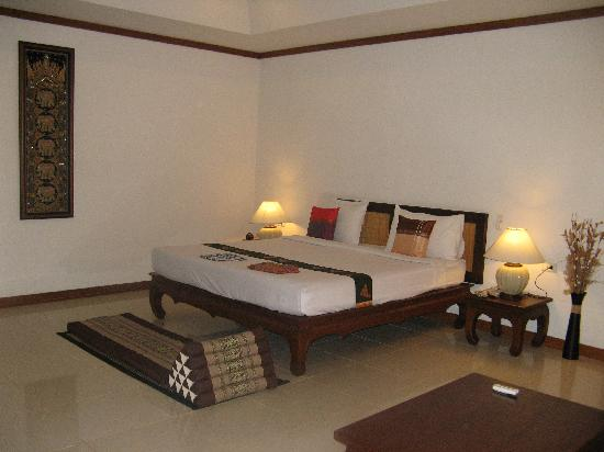Lipa Lodge Beach Resort : our room